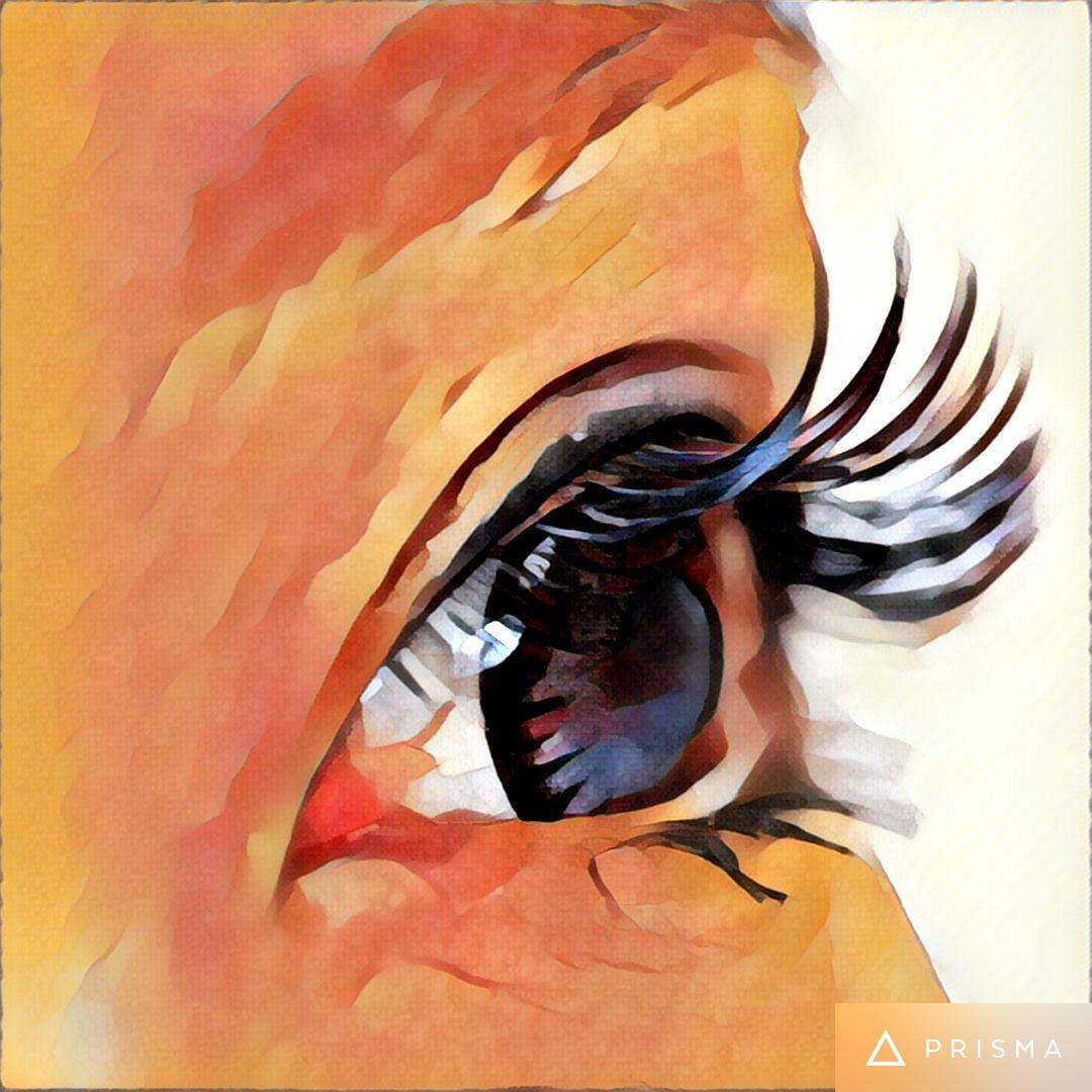 まつげエクステをした女性の目元の写真をイラストに返信